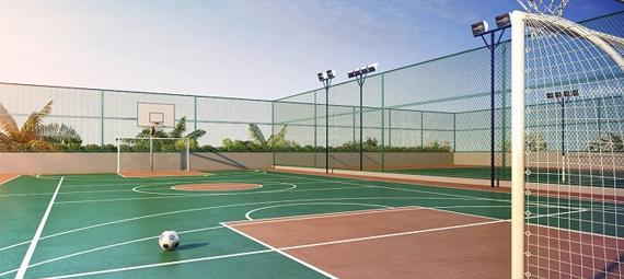 imagem de uma quadra esportiva com cercamento de tela alambrado