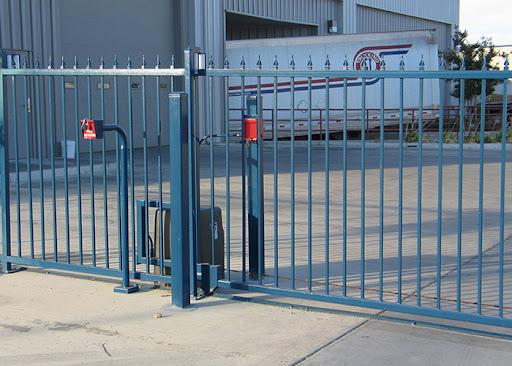 imagem do portão de uma empresa